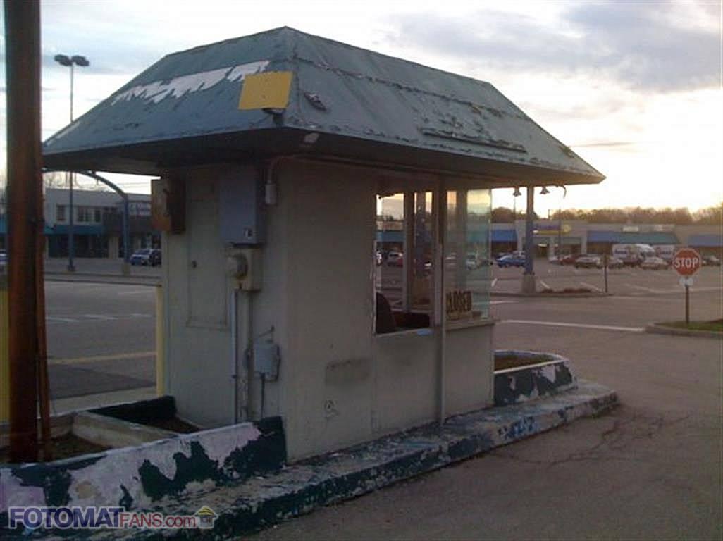 Dilapidated Fotomat kiosk in Dayton, OH